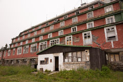 Ruinen eines alten Hotels Lizenzfreie Stockfotos