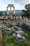 Ruinen eines altgriechischen Tempels von Apollo in Delphi, Griechenland Lizenzfreie Stockbilder