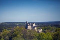 Ruinen eines gotischen Schlosses in Bobolice, Polen Schloss im vill Lizenzfreie Stockfotografie