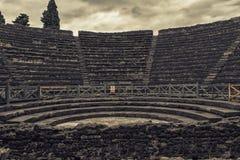 Ruinen eines kleinen Amphitheaters stockbild