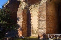 Ruinen Flavian Amphitheaters in Pozzuoli lizenzfreie stockfotografie