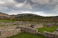 Ruinen gegen stürmischen Himmel Stockfoto