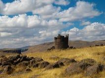 Ruinen im Peru-Turmgrab stockbild