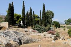 Ruinen in Korinth, Griechenland nahe dem Meer Lizenzfreie Stockbilder