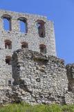 Ruinen mittelalterlichen Schlosses des des 14. Jahrhunderts, Ogrodzieniec-Schloss, Polen Lizenzfreie Stockfotografie