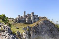 Ruinen mittelalterlichen Schlosses des des 14. Jahrhunderts, Ogrodzieniec-Schloss, Spur Eagless nistet, Podzamcze, Polen Lizenzfreies Stockfoto