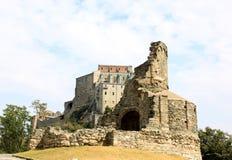 Ruinen nähern sich Sacra di San Michele, Italien Lizenzfreie Stockfotos