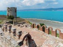Ruinen und alter Turm in Nessebar, Bulgarien Lizenzfreies Stockfoto