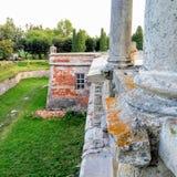 Ruinen und Säulen von Pidhirtsi-Schloss lizenzfreie stockbilder