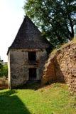 ruinen Verstärkte mittelalterliche sächsische evangelische Kirche im Dorf Felmer, Felmern, Siebenbürgen, Rumänien Stockbilder