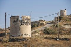 Ruinen von alten Windmühlen in Santorini-Insel, Griechenland Lizenzfreie Stockfotos