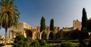 Ruinen von Bellapais-Abtei bei Kyrenia, Zypern lizenzfreie stockbilder