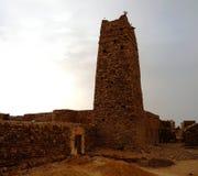 Ruinen von Festung und von Moschee Ouadane in Sahara, Mauretanien lizenzfreie stockbilder