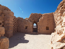 Ruinen von Herods ziehen sich in der Festung Masada, Israel zurück Lizenzfreies Stockbild