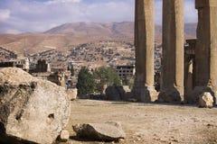 Ruinen von Jupiter-Tempel und -Gebirgszug in Baalbek, Bekaa Valley der Libanon Lizenzfreie Stockfotografie