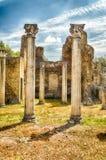 Ruinen von korinthischen Säulen am Landhaus Adriana, Tivoli Stockfotos