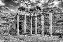 Ruinen von korinthischen Säulen am Landhaus Adriana, Tivoli Stockbild