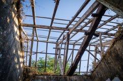 Ruinen von sobald großartige Villa oder Häuschen auf Insel Bubaque in Bijagos-Archipel von Guinea-Bissau, West-Afrika stockfotografie