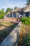Ruinen von sobald großartige Villa oder Häuschen auf Insel Bubaque in Bijagos-Archipel von Guinea-Bissau, West-Afrika lizenzfreie stockfotografie