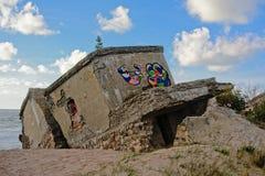 Ruinen von sovjet Festung auf der Küste der Ostsee bei Karosta Lizenzfreie Stockfotos