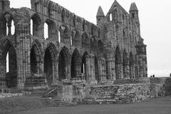 Ruinen von Whitby Abbeys Abschluss oben Stockfotografie