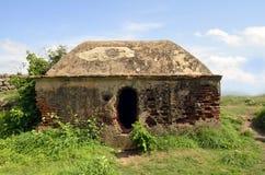 Ruinengebäude auf Makalidurga-Hügel lizenzfreies stockbild