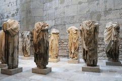 Ruineort von Rom mit Statue Stockfotos