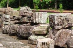 Ruines admirablement conçues des blocs en pierre images stock