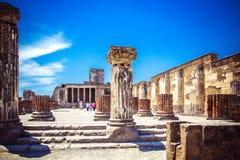 Ruines antiques à Pompeii - Thermopolium des restes archéologiques photos stock