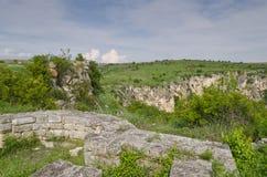 Ruines antiques d'une forteresse médiévale Photo libre de droits