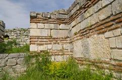 Ruines antiques d'une forteresse médiévale Image stock