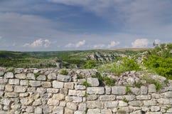 Ruines antiques d'une forteresse médiévale Photos stock