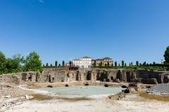 Ruines antiques dans les jardins du palais de Venaria, Turin photo stock
