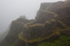 Ruines antiques de pierre en brume sur Inca Trail peru beau chiffre dimensionnel illustration trois du sud de 3d Amérique très Au Image libre de droits