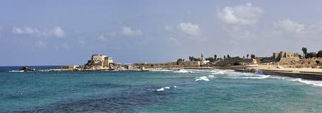 Ruines antiques de port de Césarée en Israël Images libres de droits
