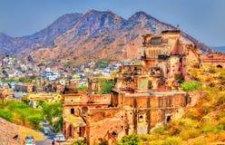 Ruines antiques près d'Amer Fort à Jaipur Le Ràjasthàn, Inde Photographie stock libre de droits