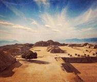 Ruines antiques sur le plateau Monte Alban au Mexique Image libre de droits