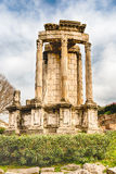 Ruines au temple de Vesta en Roman Forum, Rome, Italie Photos stock