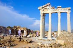 Ruines av det forntida grekiska tempelet i sidan, Turkiet Royaltyfri Bild