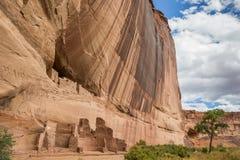 Ruines blanches de maison en monument national de Canyon de Chelly photo stock