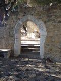 Ruines chez le château de St George/Castelo S jorge Photographie stock libre de droits