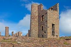 Ruines cornouaillaises de mine de bidon chez Wheal Coates image libre de droits