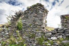 Ruines d'église et voûte cassée dans le liège du comté Photographie stock