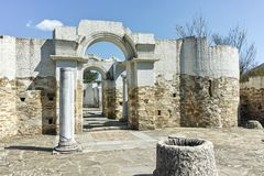 Ruines d'église ronde de début du 10ème siècle de St John près de la capitale du premier empire bulgare grand Preslav Photos libres de droits