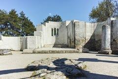 Ruines d'église ronde de début du 10ème siècle de St John près de la capitale du premier empire bulgare grand Preslav Image stock