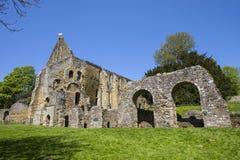 Ruines d'abbaye de bataille dans le Sussex est image stock