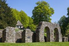 Ruines d'abbaye de bataille dans le Sussex est photographie stock
