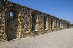 Ruines d'abbaye de bataille dans le Sussex est photographie stock libre de droits