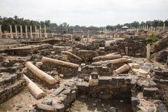 Ruines d'amphith??tre dans la ville romaine antique photo stock