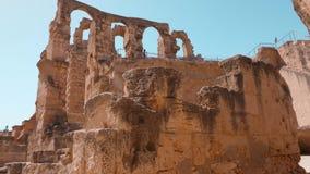 Ruines d'architecture d'amphithéâtre d'EL Jem en Tunisie, tir de grue clips vidéos
